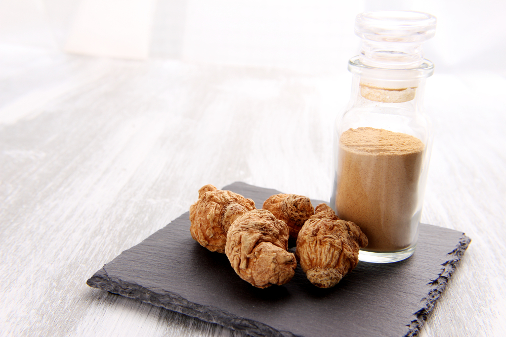 dried maca root and powder