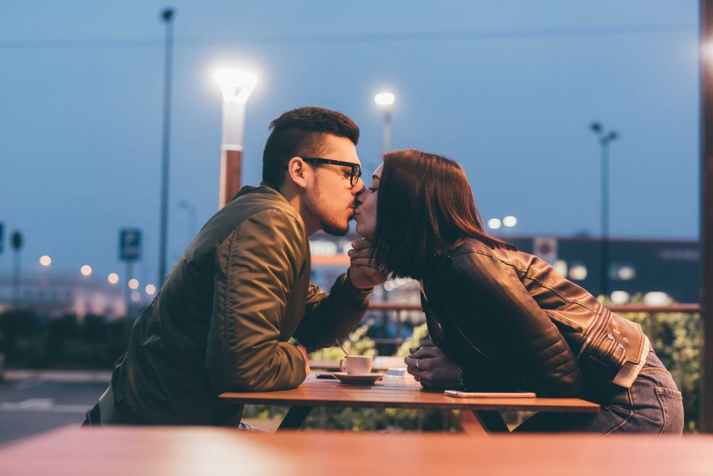 kissing in a coffee shop